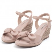 Wedge Sandals with Straw Texture on the Heel and Ties Ornament